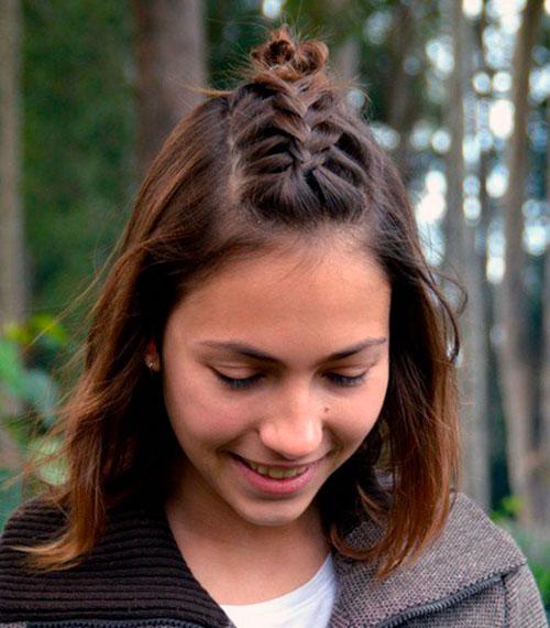 Ирокез из кос для средних волос