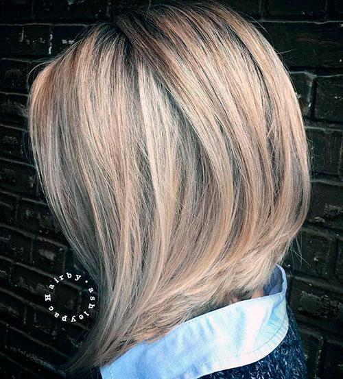 Косое боб каре на средние светлые волосы