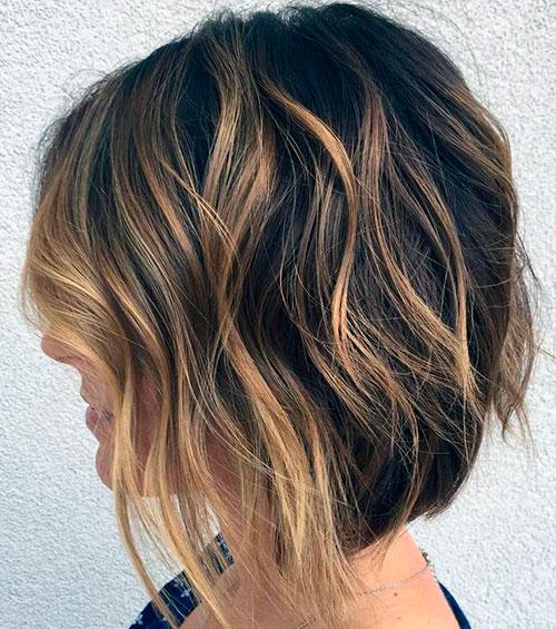 Слоистый боб на волнистые волосы с окрашиванием