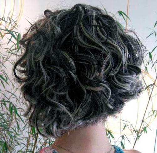 Среднее каре на волнистые волосы