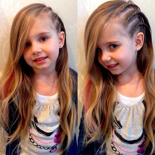Цветные косы сбоку у девочки