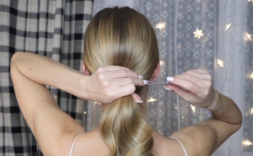 Низкий хвост на длинн ые и средние волосы шаг 7