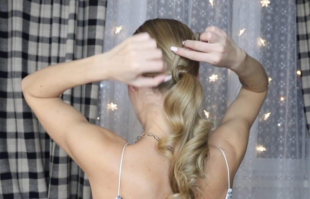 Низкий хвост на длинные и средние волосы шаг 10