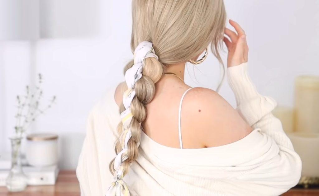 Низких хвост и шелковый платок
