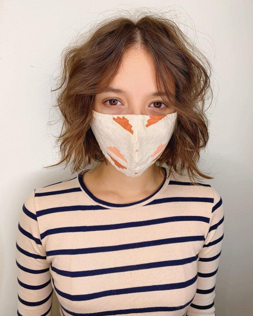 женская стрижка новая классика с пробором на средние волосы